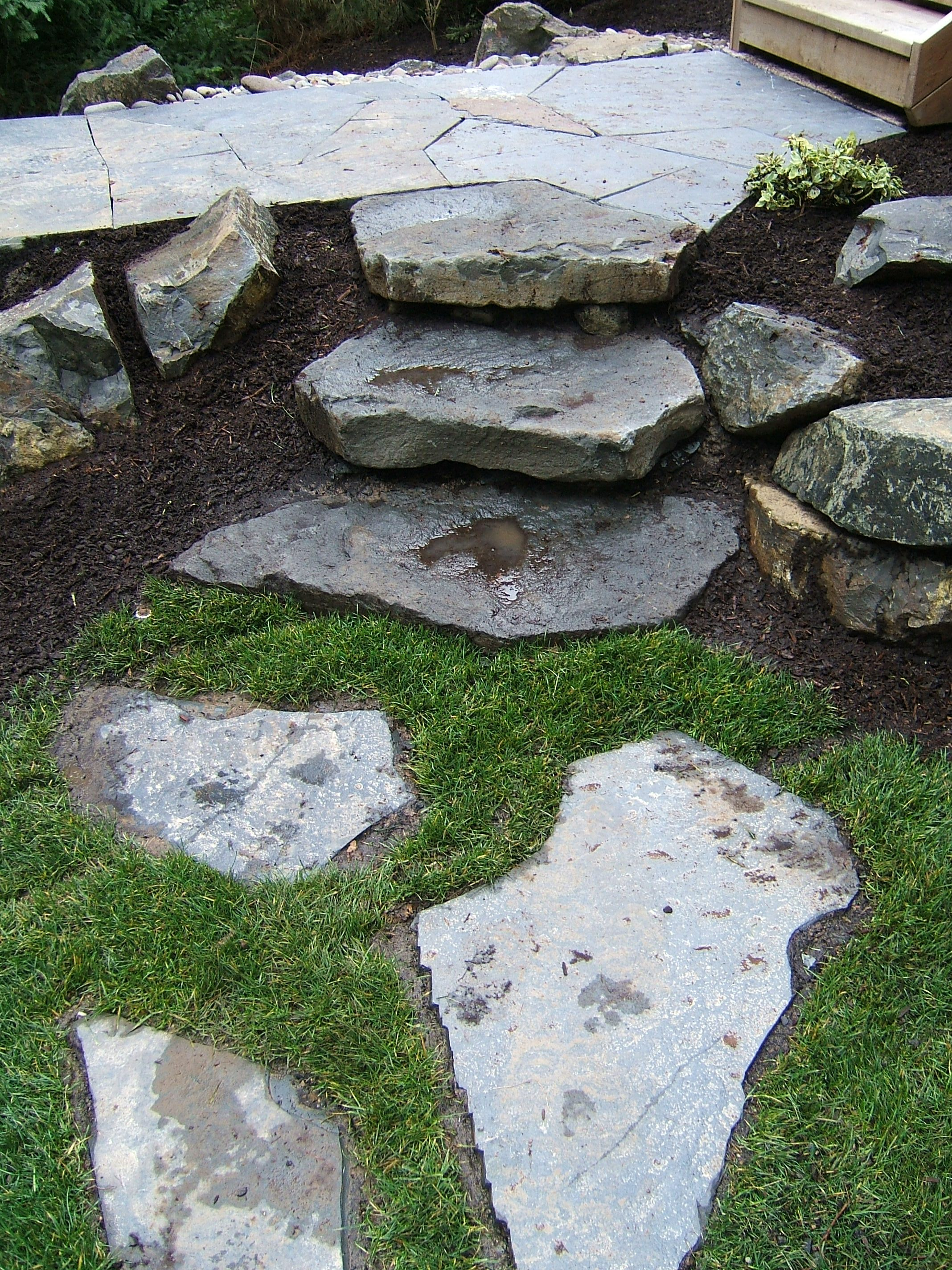 Stepping stones slabs portland rock and landscape for Rock stepping stones landscaping