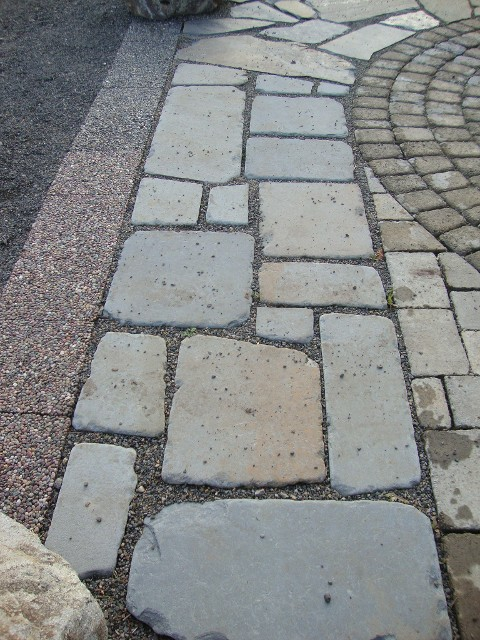 tumbled bluestone cobbles